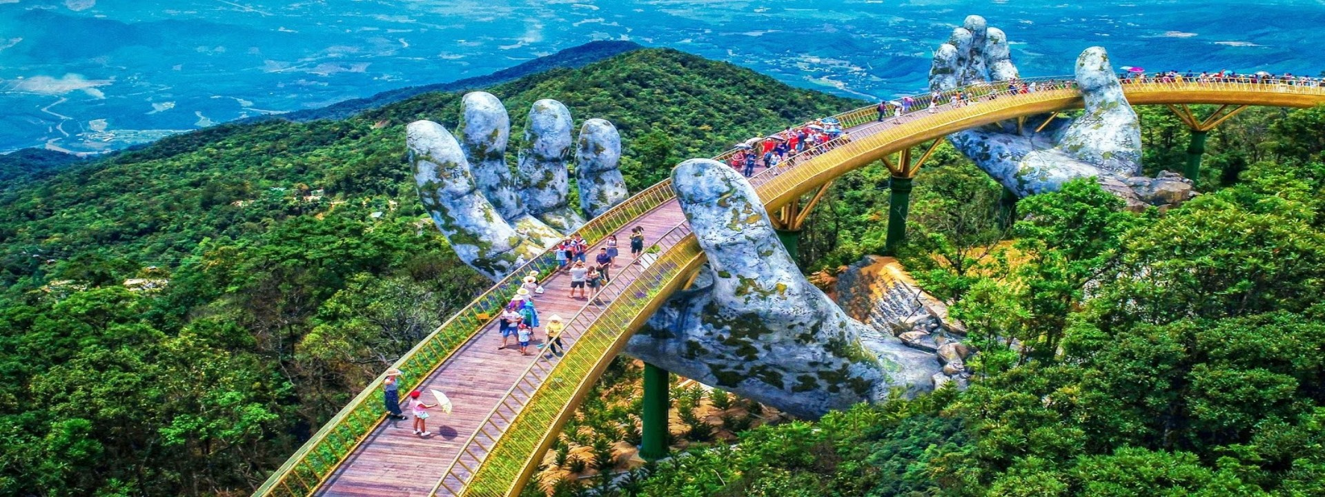 BA NA HILLS WITH GOLDEN BRIDGE